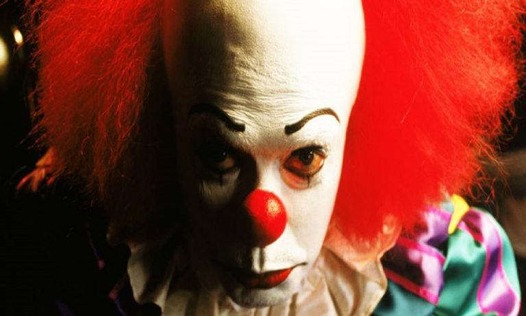 Tim-Curry-as-Pennywise-the-Clown-in-IT-1990